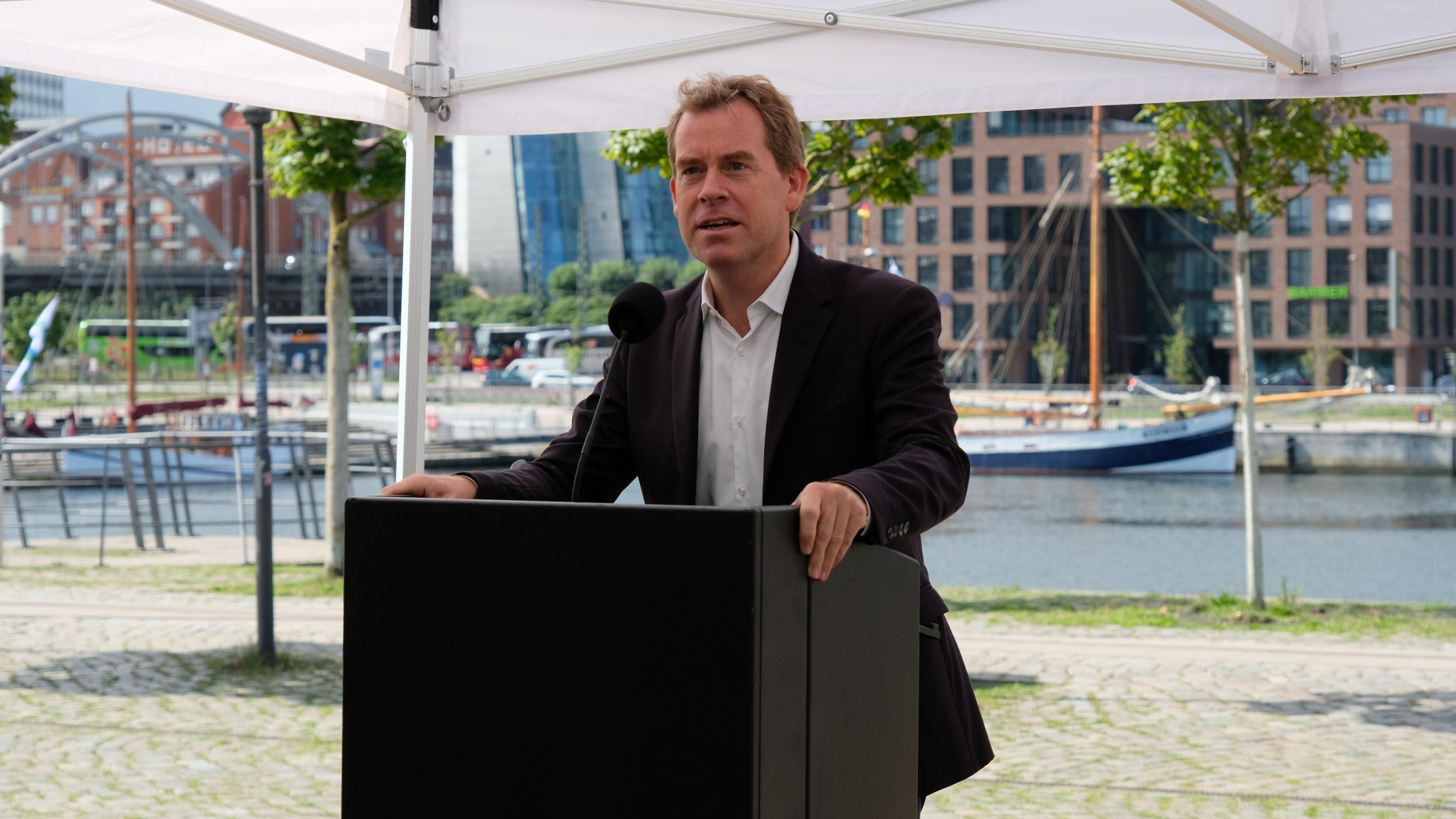Spatenstich Bürgermeister Ulf Kämpfer